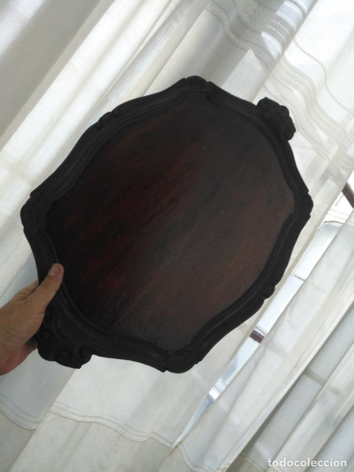 Antigüedades: ANTIGUA GRAN BANDEJA MADERA 59 X 38 CM TALLADA VER FOTOS TRASERA - Foto 2 - 214748586