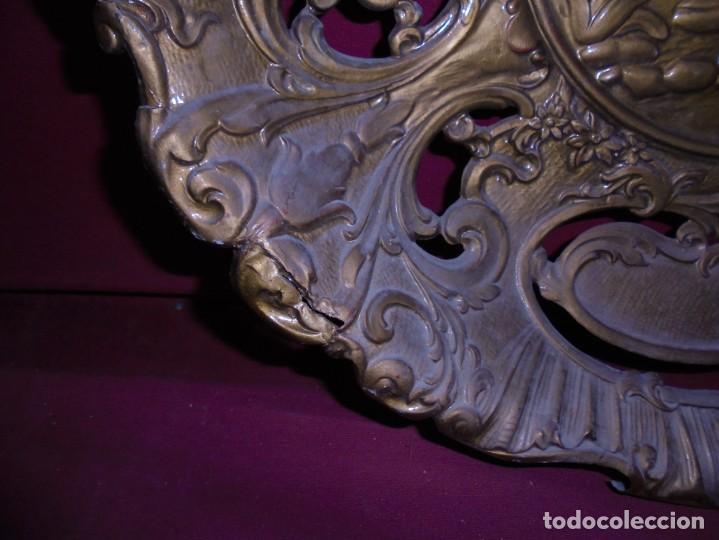 Antigüedades: magnificos antiguos platos barrocos en cobre calados y plateados, escenas de lobos cazando ciervos - Foto 17 - 214769237