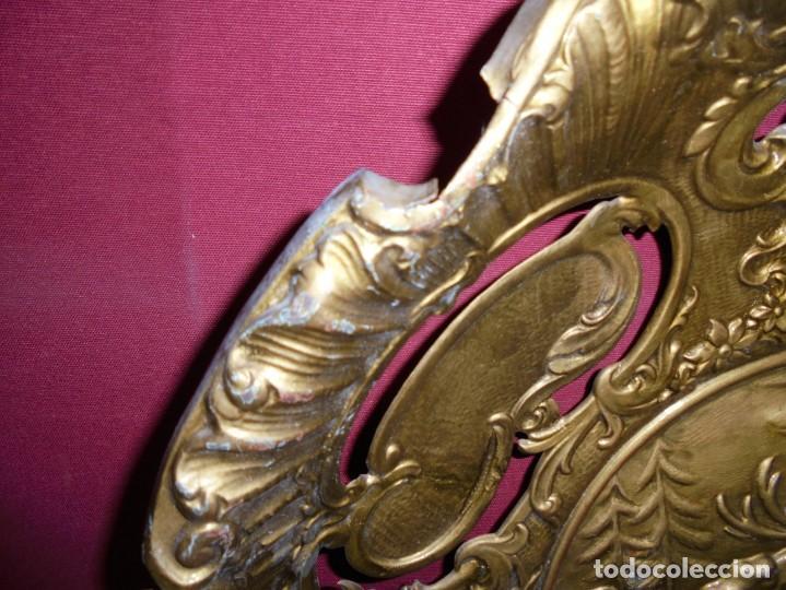 Antigüedades: magnificos antiguos platos barrocos en cobre calados y plateados, escenas de lobos cazando ciervos - Foto 18 - 214769237