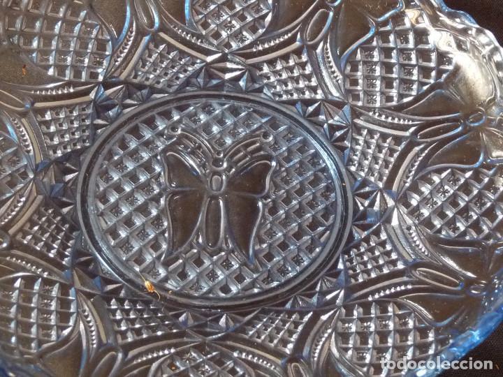 Antigüedades: Plato de vidrio prensado color azul de la antigua fabrica de Cartagena. - Foto 3 - 214809102