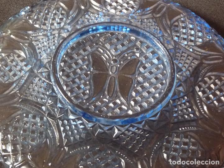 Antigüedades: Plato de vidrio prensado color azul de la antigua fabrica de Cartagena. - Foto 4 - 214809102