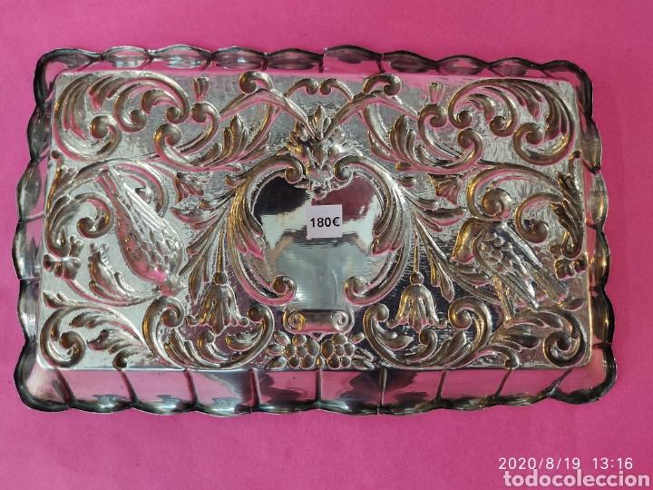 Antigüedades: Bandeja repujada plata de ley - Foto 2 - 214810215