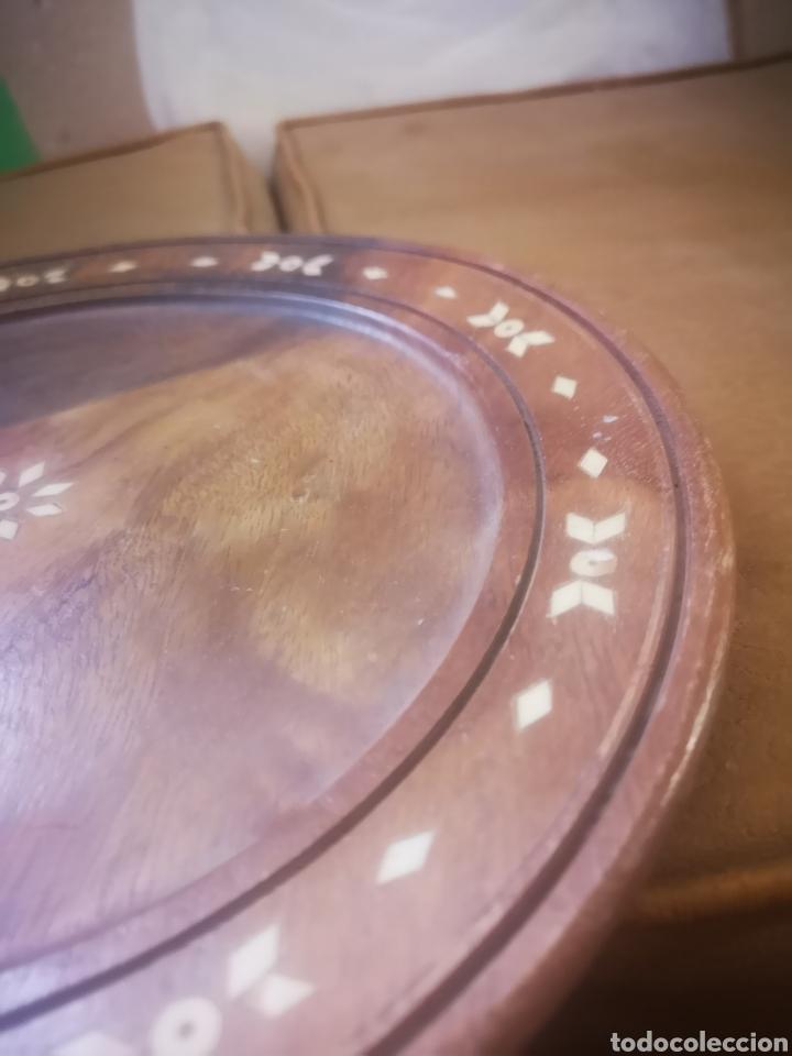 Antigüedades: Antiguo plato de madera con incrustaciones 30cm - Foto 5 - 214815161