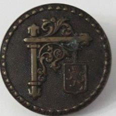 Antigüedades: BOTÓN PIN SOLIDAIRE BTÉ. SGOG AP&CIE. PARÍS.. Lote 214832615