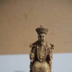 Antigüedades: FIGURA CHINA CON PEANA. Lote 214880897
