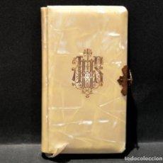 Antigüedades: DEVOCIONARIO PRIMERA COMUNION PARA NIÑOS Y NIÑAS 1961 P.LUIS RIBERA EDITORIAL REGINA MISAL NACAR. Lote 267141259