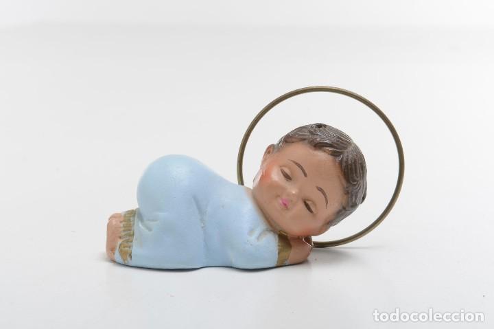 Antigüedades: Figurita del niño Jesús de escayola de mediados de siglo - Foto 2 - 214932392