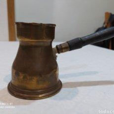 Oggetti Antichi: ANTIGUA CHOCOLATERA DE BRONCE SIGLOXIX. Lote 284569418