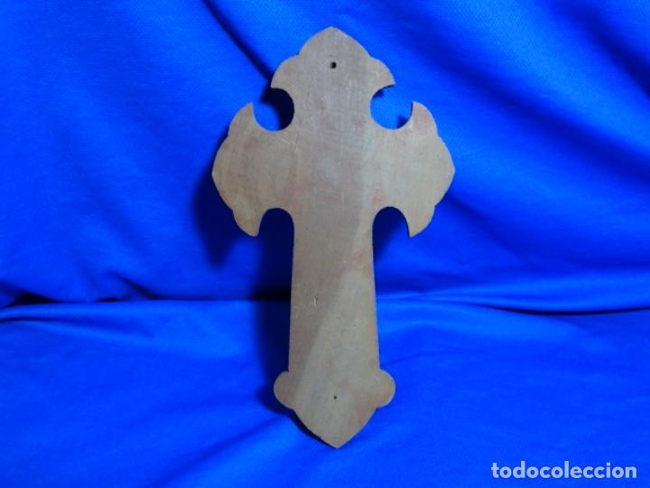 Antigüedades: Antigua benditera con crucifijo en madera y metal.siglo xix. - Foto 5 - 215133995