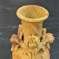 Antigüedades: JARRÓN DE PIEDRA DE JABÓN. Lote 215144023