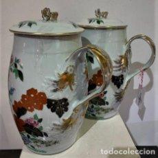 Antigüedades: VISTA ALEGRE, PAR DE JARRAS DE PORCELANA.. Lote 215145940