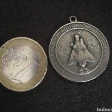 Antigüedades: ANTIGUA MEDALLA PROTECTORA VIRGEN DE COVADONGA, SAN CRISTÓBAL.. Lote 215157701