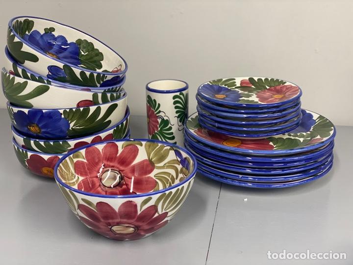 Antigüedades: Juego de vajilla floral de cerámica pintada a mano. Cerámica de Manises. Con sello - Foto 2 - 215187402