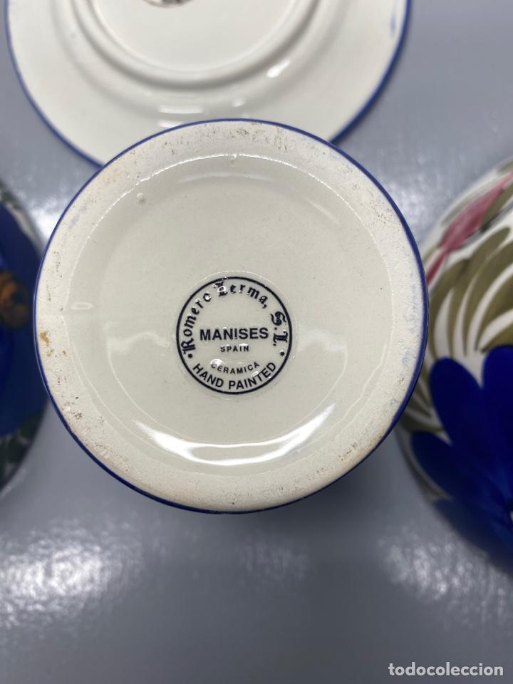 Antigüedades: Juego de vajilla floral de cerámica pintada a mano. Cerámica de Manises. Con sello - Foto 4 - 215187402