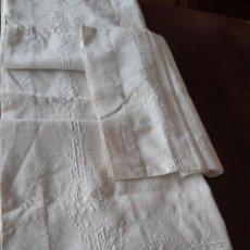 Antiquités: MUY ANTIGUA SABANA CON FUNDA DE HILO PURO BORDADA A MANO CON VAINICA.. Lote 215191080