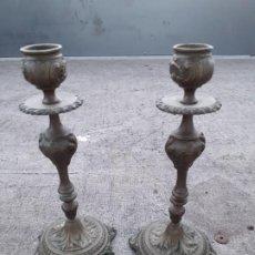 Antigüedades: CANDELABROS EN METAL DORADO. Lote 215197893