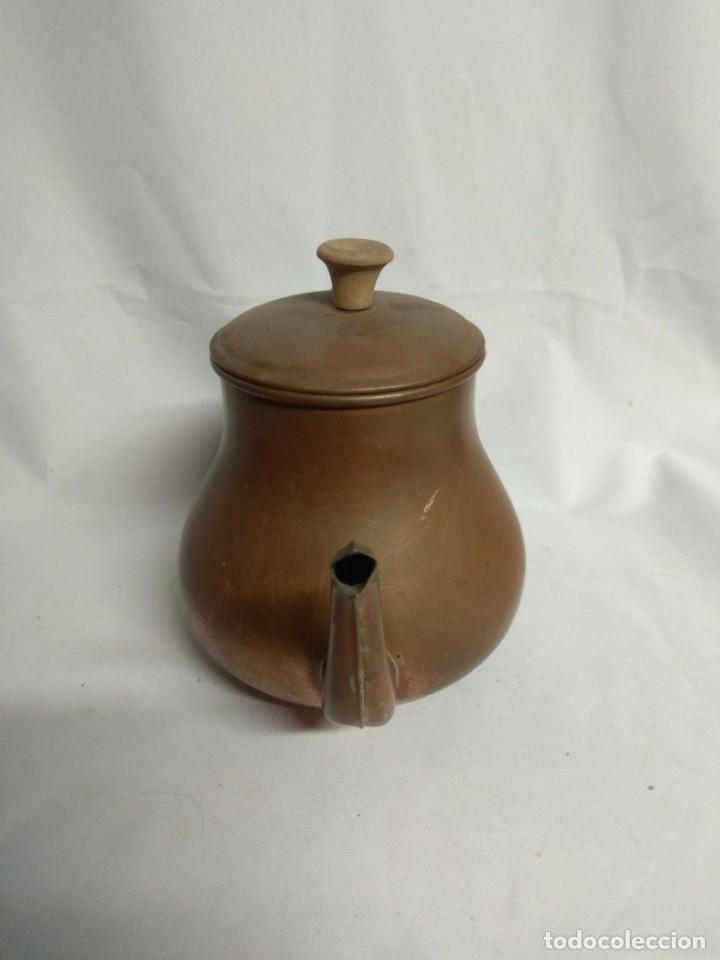 Antigüedades: Antigua tetera/cafetera fabricada en cobre con mango de madera. J. Santos, LDA. Made in Portugal. - Foto 2 - 215265331
