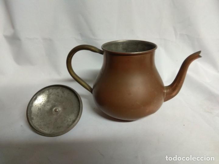 Antigüedades: Antigua tetera/cafetera fabricada en cobre con mango de madera. J. Santos, LDA. Made in Portugal. - Foto 4 - 215265331