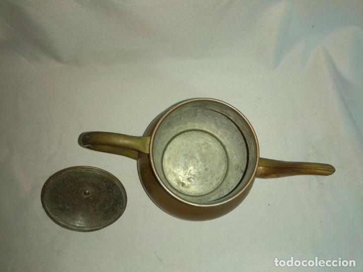 Antigüedades: Antigua tetera/cafetera fabricada en cobre con mango de madera. J. Santos, LDA. Made in Portugal. - Foto 5 - 215265331