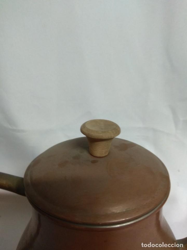 Antigüedades: Antigua tetera/cafetera fabricada en cobre con mango de madera. J. Santos, LDA. Made in Portugal. - Foto 7 - 215265331
