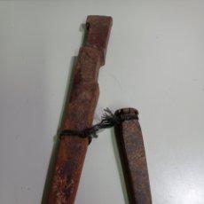 Antigüedades: ANTIGUO APERO DE LABRANZA, MUY MUY ANTIGUO Y BIEN CONSERVADO. CON SU PUNTERO PARA QUITARLO Y PONERLO. Lote 215291797