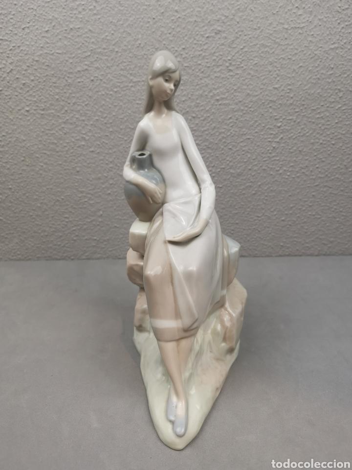 Antigüedades: Figura de porcelana Lladró Nao. Mujer con cántaro. - Foto 2 - 215293047