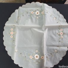 Antigüedades: MANTEL REDONDO BORDADO 70CM. Lote 215304107