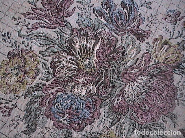 Antigüedades: EXCELENTE ANTIGUO TAPETE -MANTEL BORDADO CON PASAMANERÍA METÁLICA. FINALES DEL S.XIX. 30 X 28 CM. - Foto 2 - 215384243