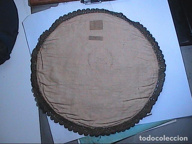Antigüedades: EXCELENTE ANTIGUO TAPETE -MANTEL BORDADO CON PASAMANERÍA METÁLICA. FINALES DEL S.XIX. 30 X 28 CM. - Foto 6 - 215384243