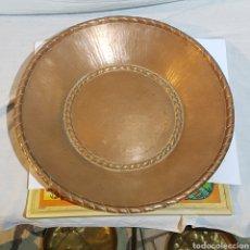 Antigüedades: CENTRO DE MESA DE COBRE. Lote 215416080