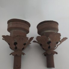 Antigüedades: ANTIGUAS PORTAVELAS O FAROLAS DE HOJALATA DE BALCÓN. Lote 215428105