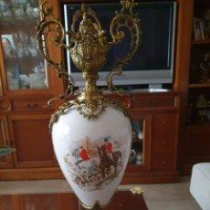 Antigüedades: ANTIGUO JARRON DE PORCELANA Y METAL. Lote 215448110