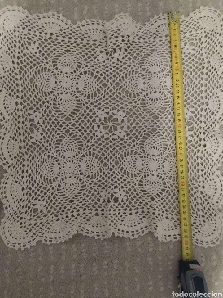Antigüedades: Pareja de tapetes de croche - Foto 2 - 215484557