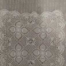 Antigüedades: PAREJA DE TAPETES DE CROCHE. Lote 215484557