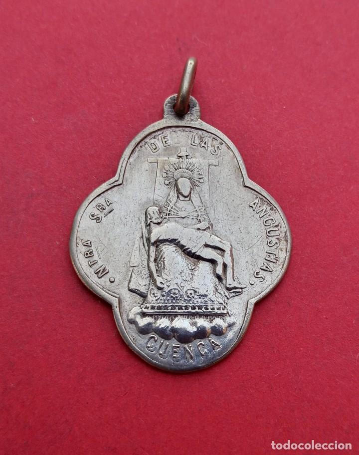 MEDALLA ANTIGUA VIRGEN DE LAS ANGUSTIAS Y SAN JULIAN. CUENCA EN PLATA. (Antigüedades - Religiosas - Medallas Antiguas)