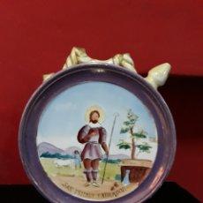 Antigüedades: ANTIGUO BOTIJO IMAGEN RELIGIOSA DE CERAMICA SAN ISIDRO SIGLO XIX, EN REFLEJO METÁLICO. Lote 215512375