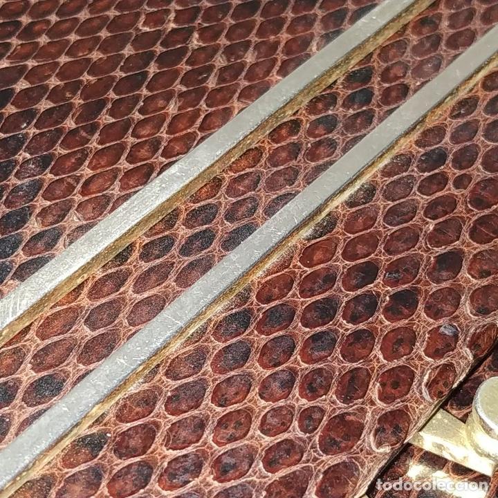 Antigüedades: BOLSO DE DAMA EN PIEL DE SERPIENTE. HERRAJES EN METAL DORADO. ESPAÑA. CIRCA 1950 - Foto 14 - 215630241