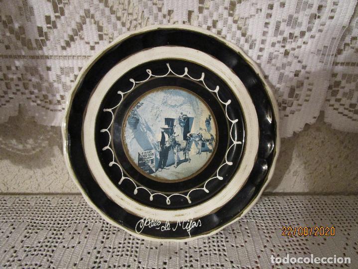 ANTIGUO PLATO DE CERAMICA O PORCELANA RECUERDO DE MIJAS (Antigüedades - Porcelanas y Cerámicas - Otras)