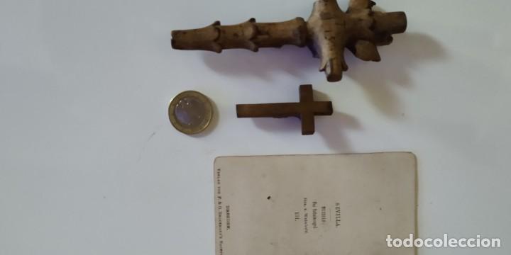 Antigüedades: Crucifijos de pequeño tamaño. Talla de madera - Foto 6 - 215642681