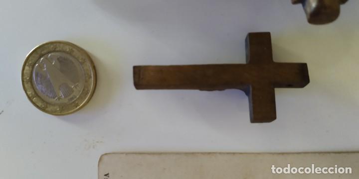 Antigüedades: Crucifijos de pequeño tamaño. Talla de madera - Foto 8 - 215642681