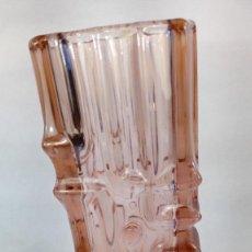 Antigüedades: JARRÓN EN CRISTAL ROSADO SKLO UNION CZECH DE ROSICE GLASSWORKS, DISEÑADO POR VLADISLAV URBAN EN 1968. Lote 215645201