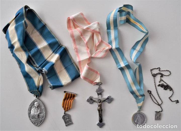 LOTE 4 MEDALLAS (UNA MUY GRANDE) Y UN CRUCIFIJO: COLEGIO DE SAN JOSÉ VALENCIA, HIJAS DE MARÍA, ETC (Antigüedades - Religiosas - Medallas Antiguas)