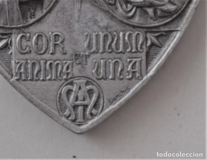 Antigüedades: LOTE 4 MEDALLAS (UNA MUY GRANDE) Y UN CRUCIFIJO: COLEGIO DE SAN JOSÉ VALENCIA, HIJAS DE MARÍA, ETC - Foto 4 - 215729527
