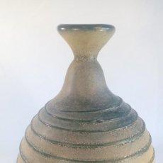 Antigüedades: RECIPIENTE EN CRISTAL SCAVO MALLORQUÍN DE TONALIDAD VERDE CON APLICACIÓN EN ESPIRAL.. Lote 215742028