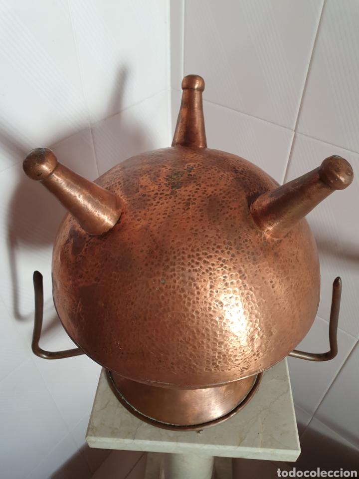 Antigüedades: PRECIOSO JARRON DE TRES PATAS REALIZADO EN COBRE - Foto 5 - 118702035
