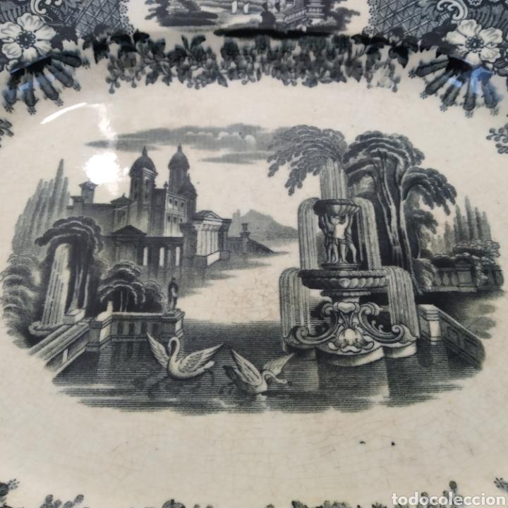 Antigüedades: Preciosa fuente PICKMAN, Cartuja de Sevilla, de 35 centímetros, vista en tinta negra, sello de 1841. - Foto 2 - 215748997