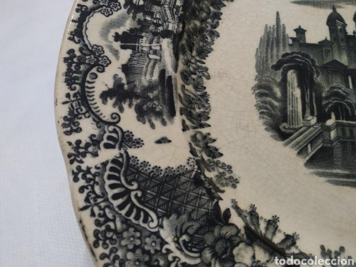 Antigüedades: Preciosa fuente PICKMAN, Cartuja de Sevilla, de 35 centímetros, vista en tinta negra, sello de 1841. - Foto 8 - 215748997