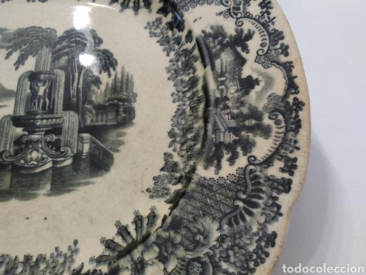 Antigüedades: Preciosa fuente PICKMAN, Cartuja de Sevilla, de 35 centímetros, vista en tinta negra, sello de 1841. - Foto 12 - 215748997
