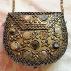 Antigüedades: FANTASTICO BOLSO DE BRONCE CON PIEDRAS SEMIPRECIOSAS. IMPECABLE. Lote 215766831