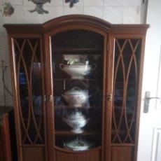 Antigüedades: PRECIOSA VITRINA DE MADERA DE DE CAOBA ESTILO INGLES.. Lote 215777648